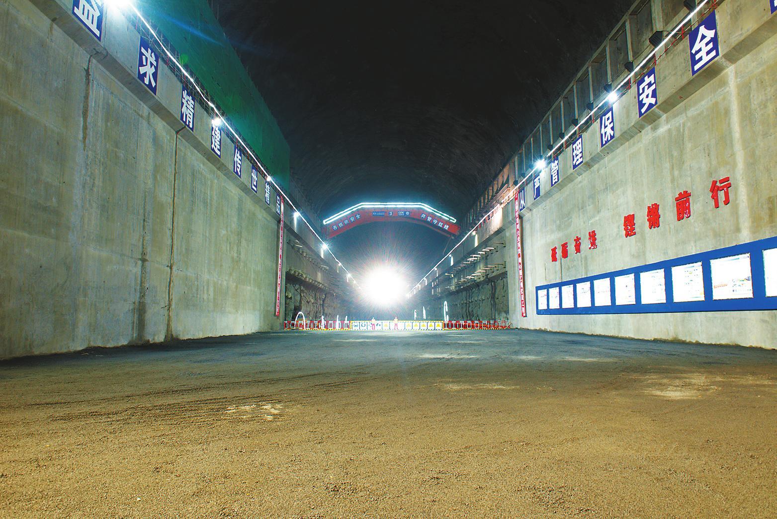 干净整洁的白鹤滩水电站右岸地下厂房. 马瑞春摄